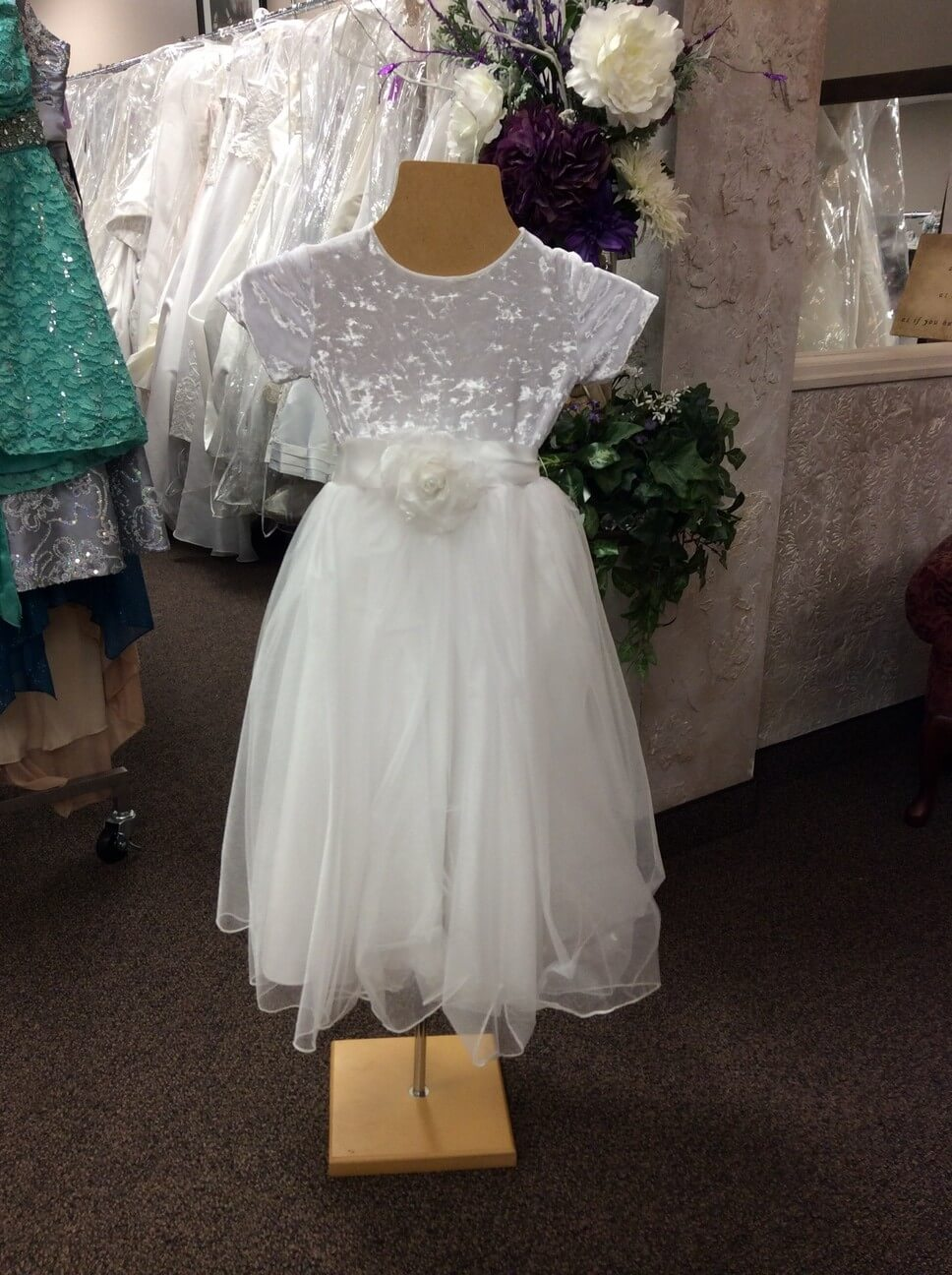 Bridal shops with flower girl dresses discount wedding for Wedding dress resale st louis