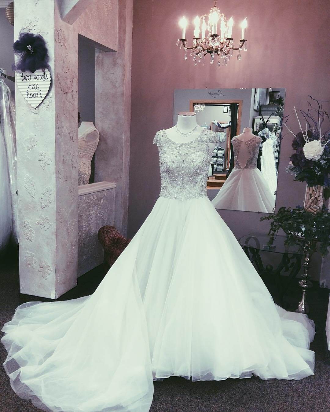 Wedding Gown Resale: 15326205_663895977125260_52160933286124000_o